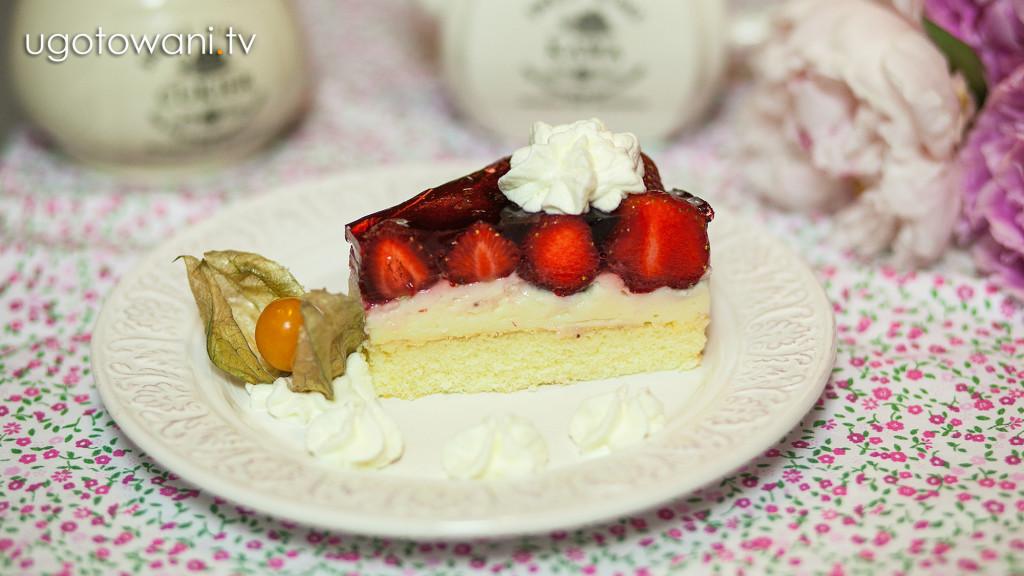 Tort truskawkowy z masą budyniową