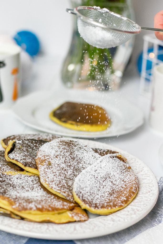 Śniadanie do łóżka - Pancakes z dynią i bananem na maślance