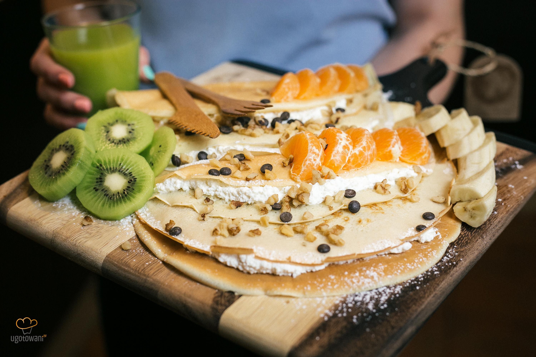 śniadanie Do łóżka Naleśniki Z Serem I Owocami Mamagerka