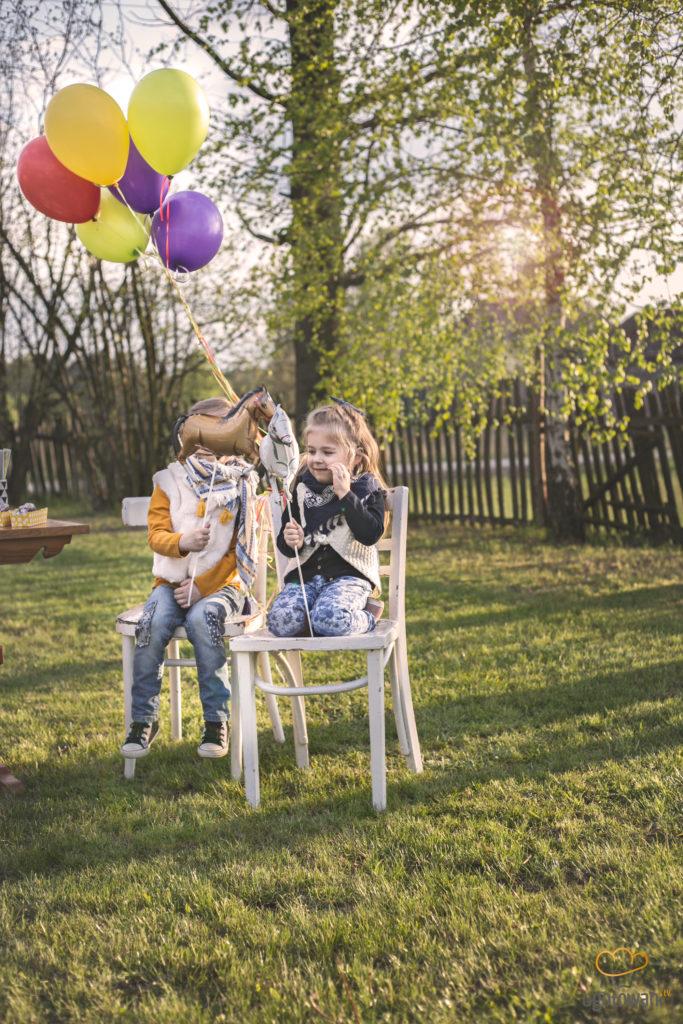 wiosenny piknik w ogrodzie