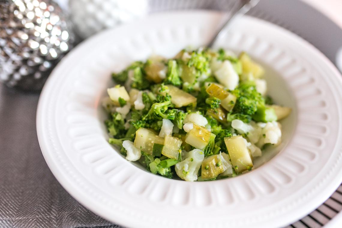 Post Dąbrowskiej - sałatka z brokuła, kalafiora i kiszonego ogórka