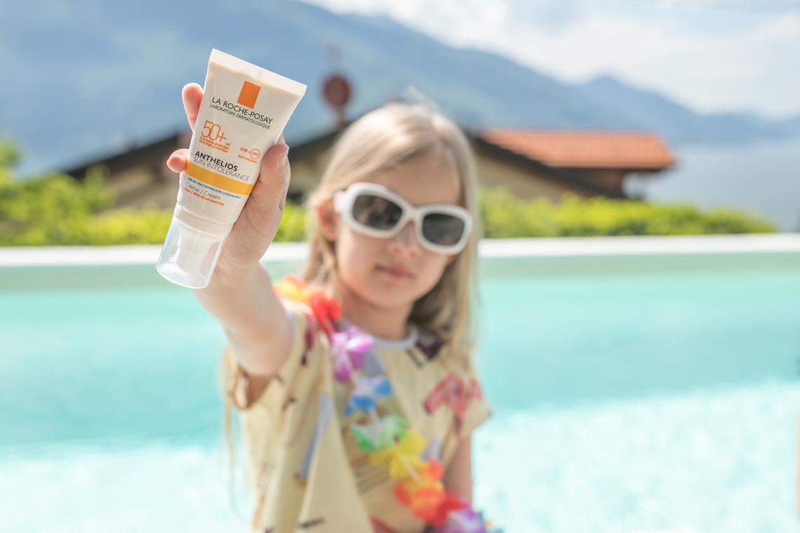 zasady bezpiecznego przebywania na słońcu, anthelios, krem z filtrem