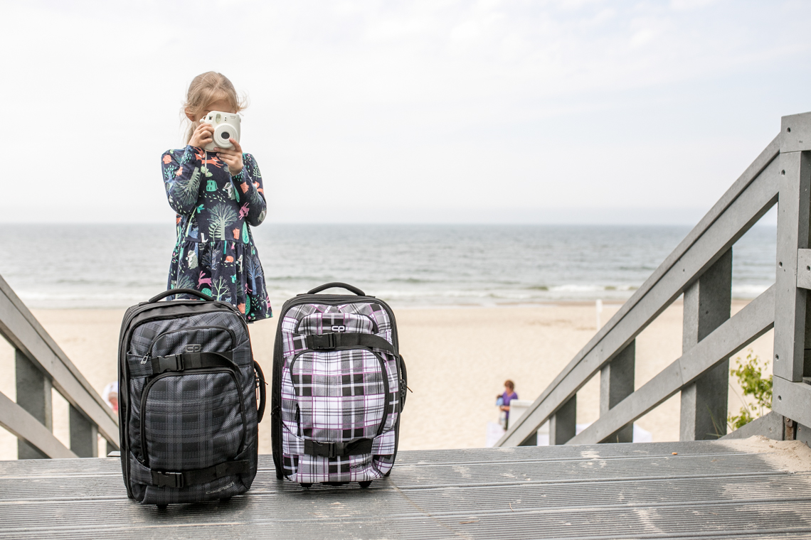 Jak spakować dzieci na wakacje, walizki na podróż, bagaż podręczny