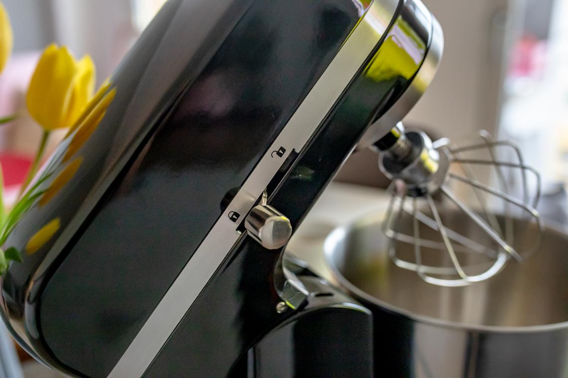 Robot kuchenny Electrolux Assistent EKM4200, pomoc domowa, szybkie ciasto z jabłkami