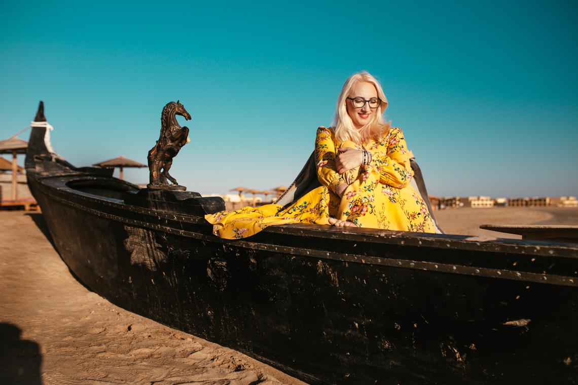 dorosłam, egipt, obróbka zdjęć, sukienka midi, musztardowa sukienka, marie zelie