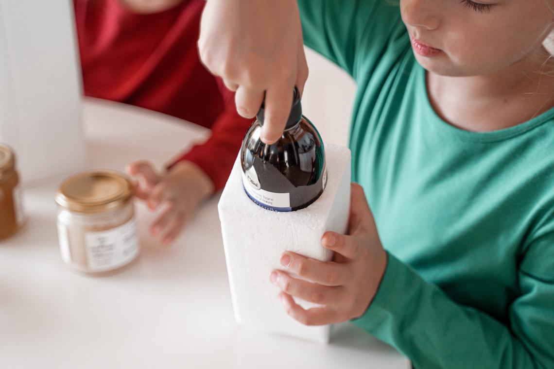 Jak wzmocnić odporność dzieci, co na odporność dla dzieci, olej z czarnuszki dla dzieci, olej z czarnuszki dla dzieci jak podawać, plej z czarnuszki jak podawać dziecku, jak wzmocnić organizm, jak nie chorować, miody, mikstura z miodu, olini